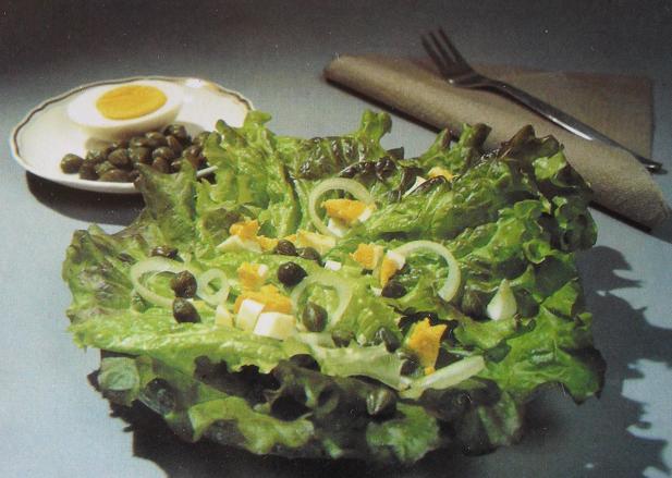 Кочанный салат с каперсовой подливой