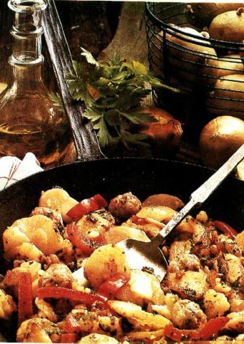 Картофель с фрикадельками из сосисок