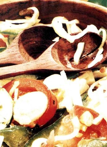 Салат из перца с огурцами и помидорами