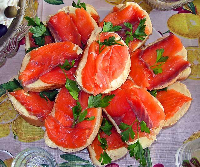 Бутерброды с красной рыбкой
