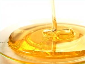 Натуральный  мёд сделает кожу лица красивой и подтянутой