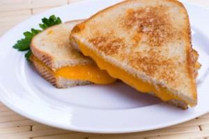 Сэндвичи с сыром, луком и фрикадельками