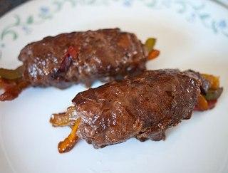 Овощи в тонко нарезанном мясе
