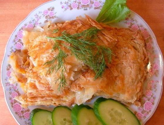 Слоеный пирог с капустой по-украински