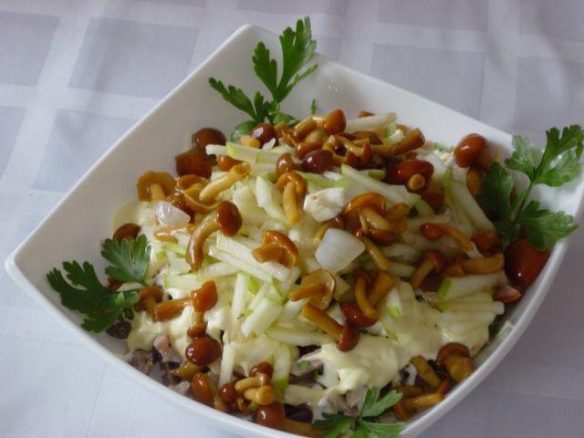 Салат с опятами маринованными рецепты с
