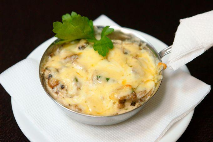 Салат жульен с грибами и курицей рецепт