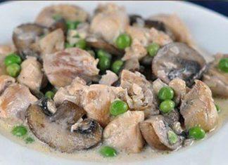Куриное филе с зеленым горошком и грибами в сливочном соусе
