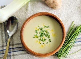 Рецепт супа из лука-порея с сыром и гренками