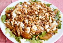 Грибной салат с грецкими орехами и беконом